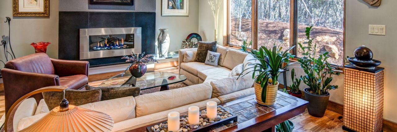 https://www.livingstoneconstruction.com/img/build-by-design-living-room.jpg