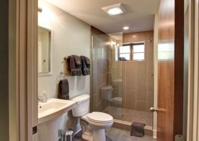 modern-prairie-haw-creek-Guest-Bath